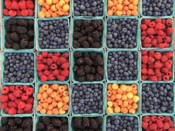 How Much Berries To Eat Daily
